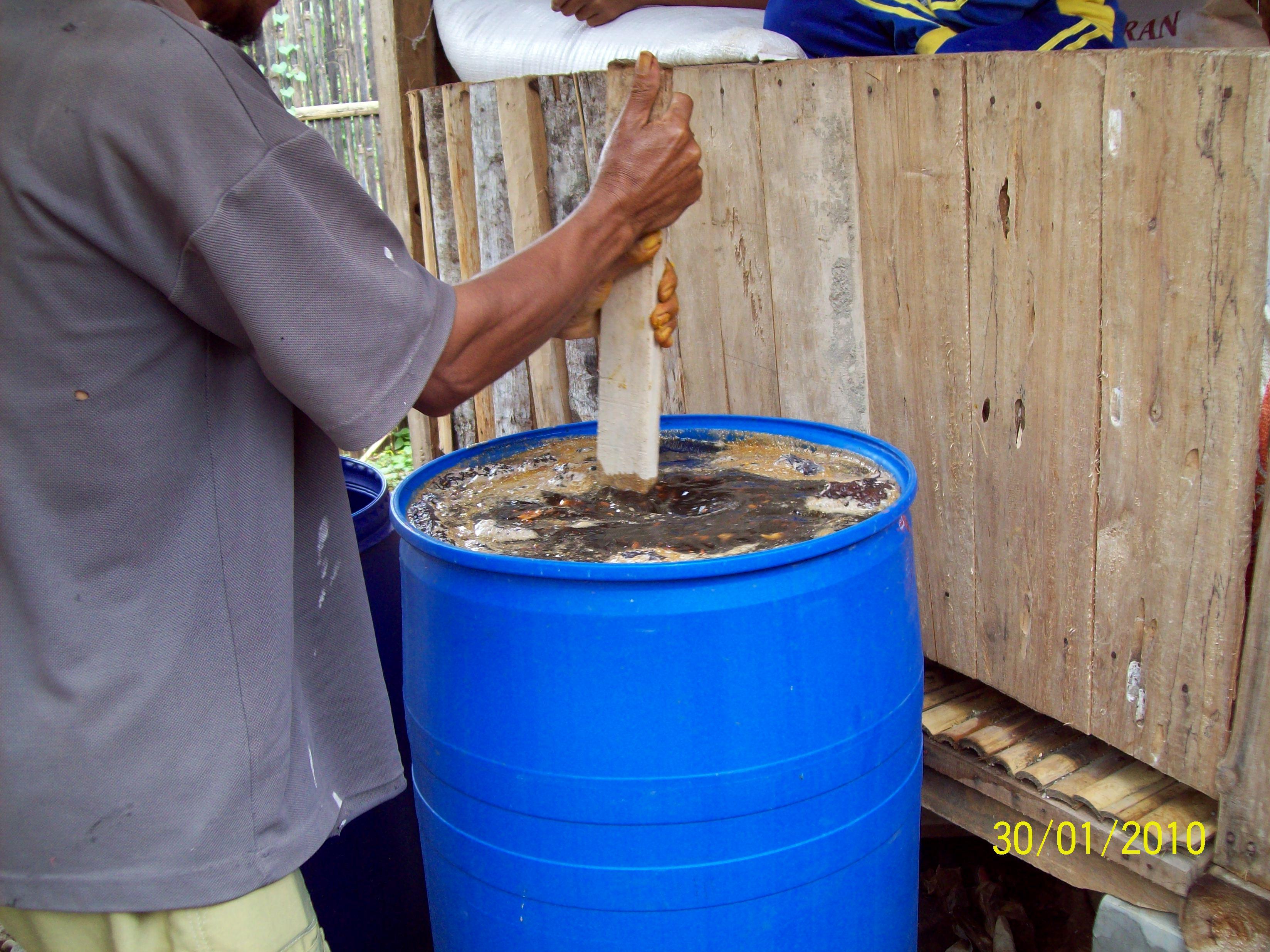 Membuat Pupuk Cair Bio Urine Kambing